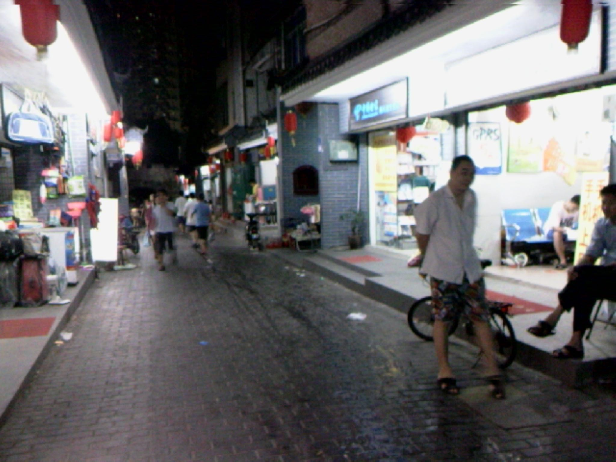 晚饭后去古城里面的街道闲逛