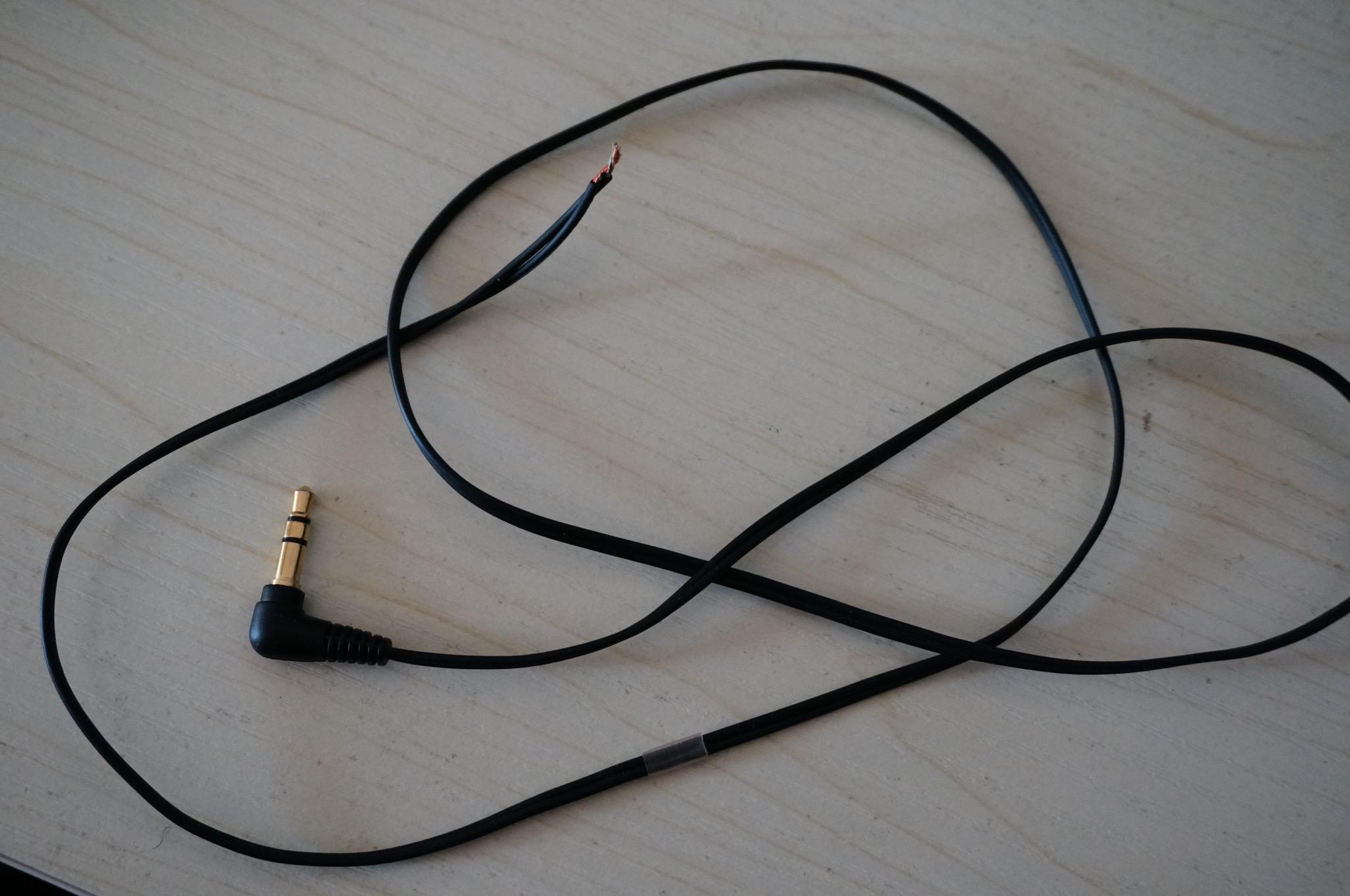 摘出两条线,作为新的耳机线