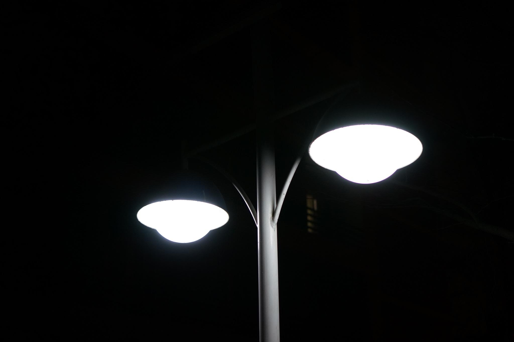 宿舍外的路灯