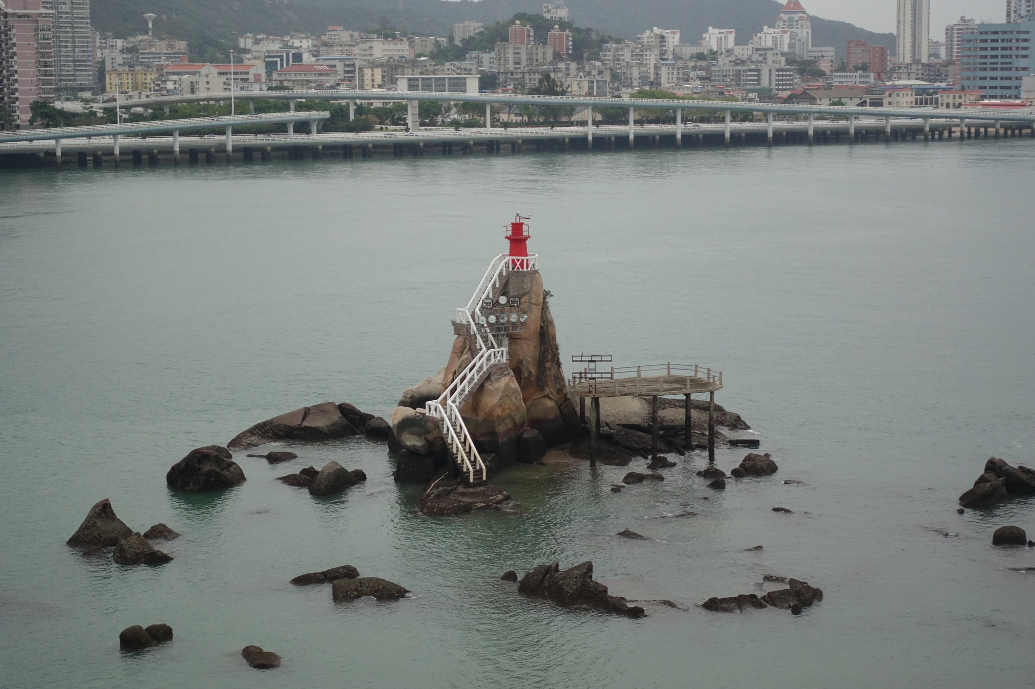 皓月园观海上灯塔