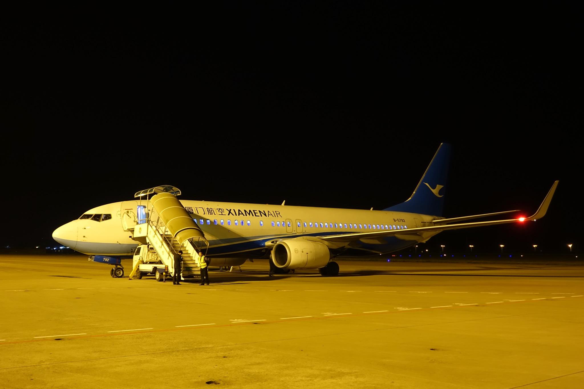 我们乘坐的厦航飞机在舟山停顿