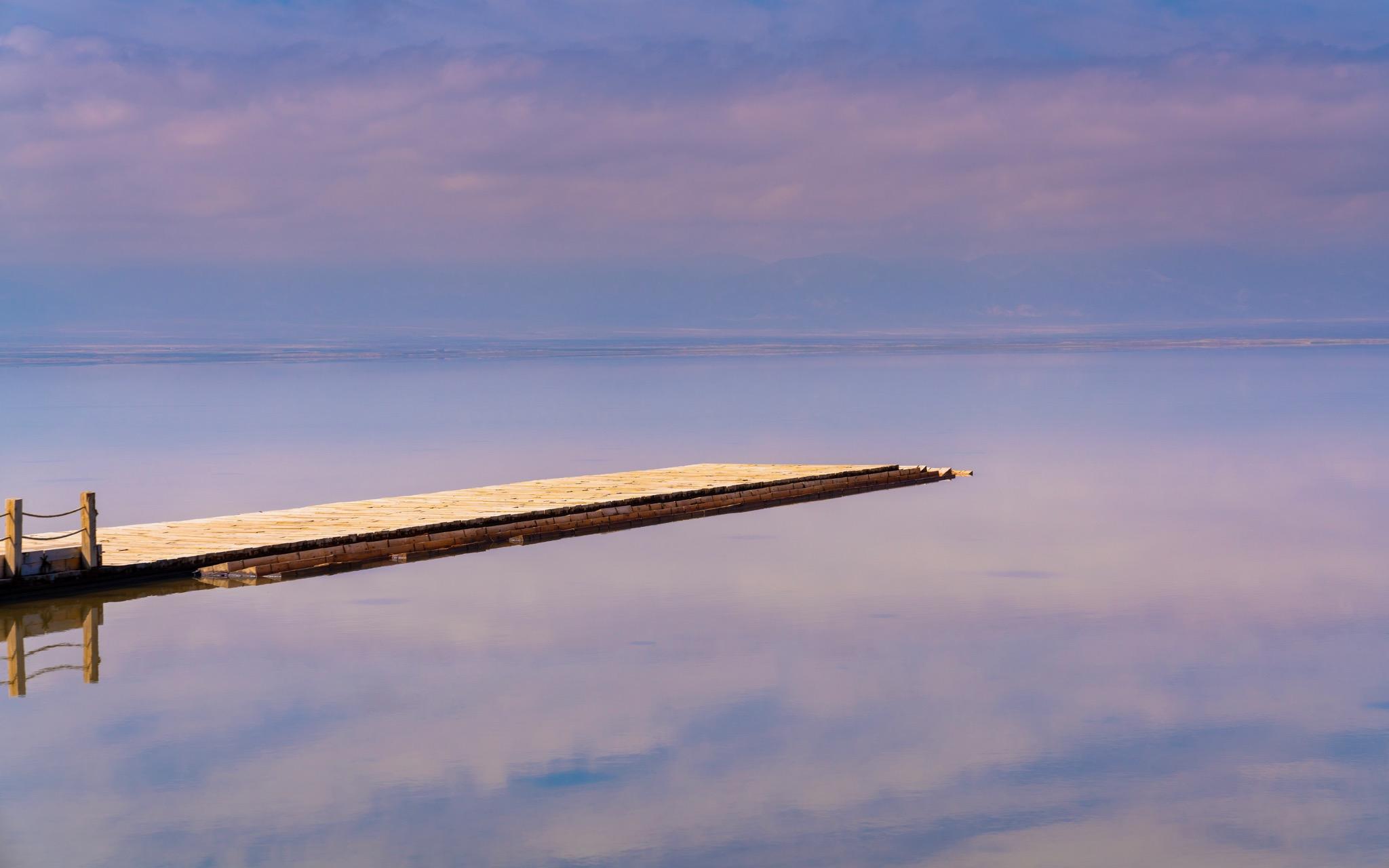 盐湖上的桥