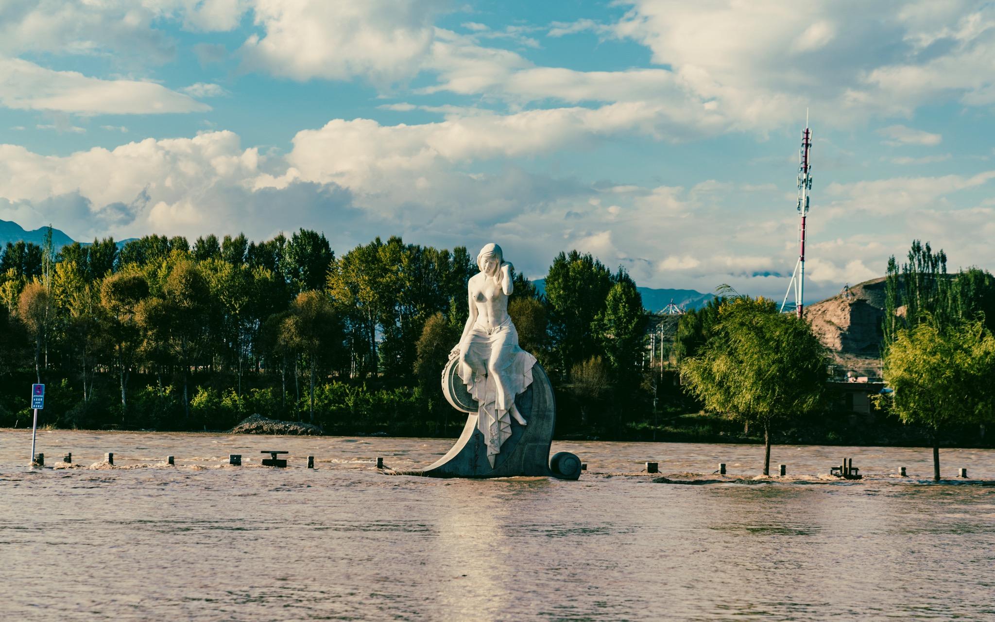 景区裸女雕像