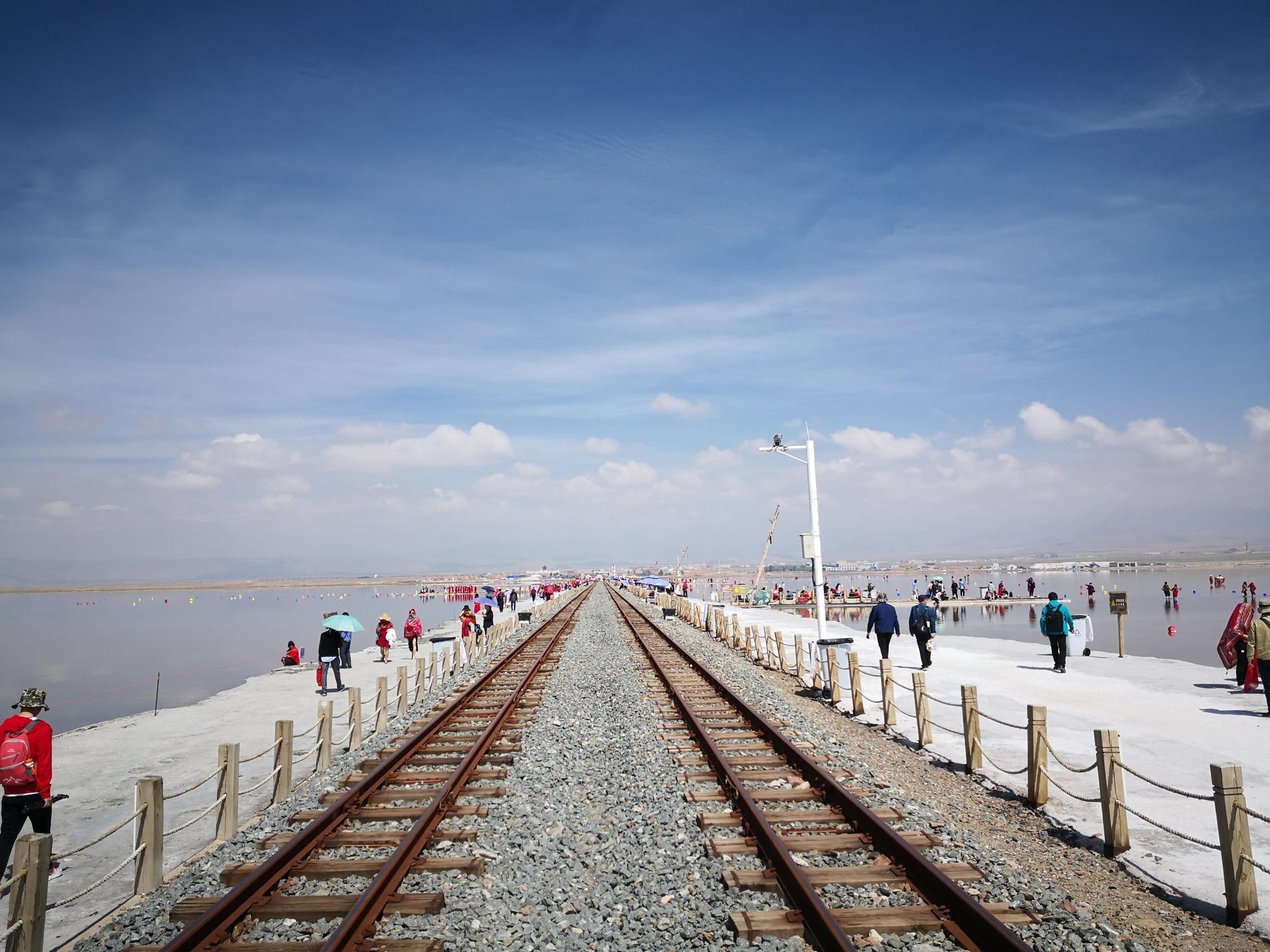 盐湖上的铁轨