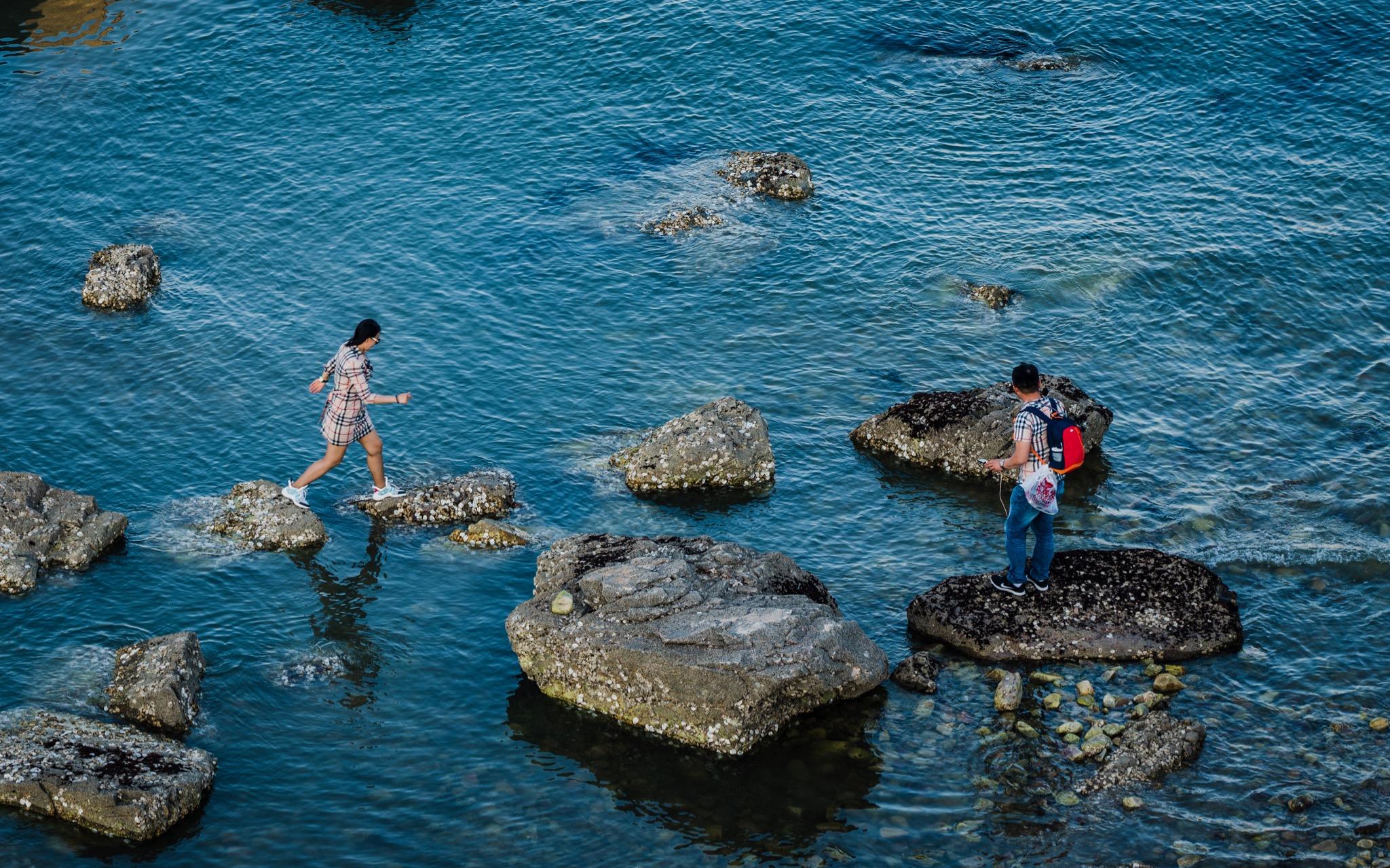 礁石上的人